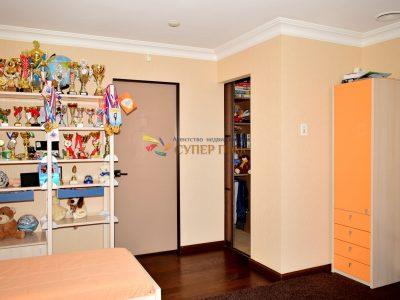 Продается 3 комнатная квартира ул. Универ. Набережная, 28